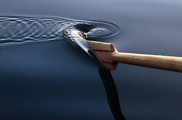 paddle and ripples in  the water - paddle stockfoto's en -beelden
