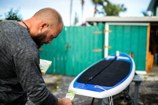 paddle board reparation - surf garage bildbanksfoton och bilder