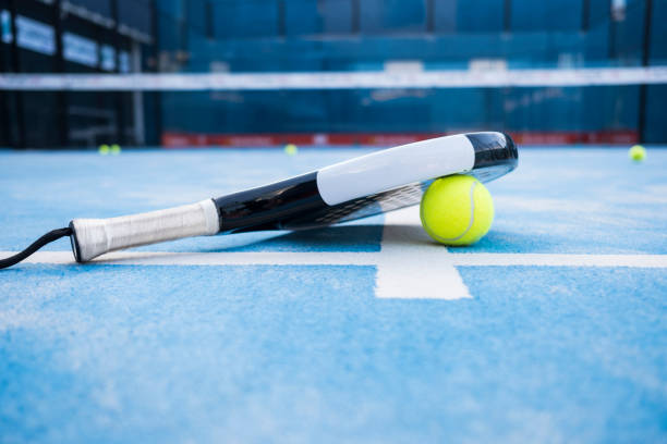 paddle tennis court, net, racket, balls. - table tennis racket stock pictures, royalty-free photos & images