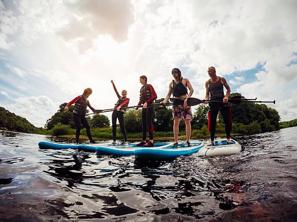 paddleboarding class - stehpaddeln stock-fotos und bilder