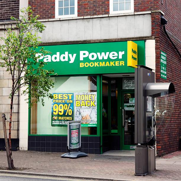 paddy power buchmacher's shop - beckenham town stock-fotos und bilder