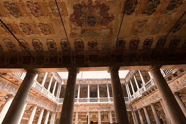 Padova (Veneto, Itália), a universidade antiga court - foto de acervo