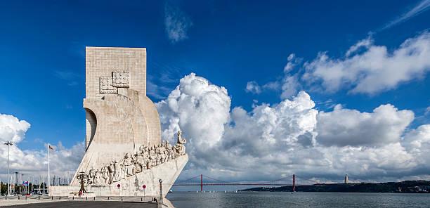 padrao dos descobrimentos (mar monumento das descobertas) e a vista - fotos de cristo rei lisboa imagens e fotografias de stock