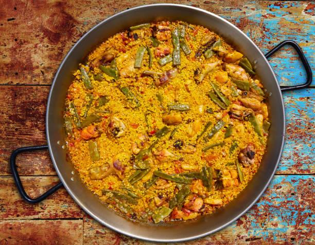 paella van spanje rijst recept van valencia - paella stockfoto's en -beelden