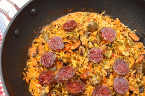 paella, spanische küche - chorizo wurst stock-fotos und bilder