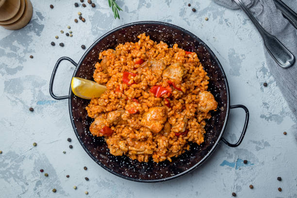 paella with chicken paella with chicken arroz stock pictures, royalty-free photos & images