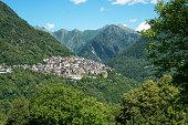 Paese di montagna, Lombardia, Italia