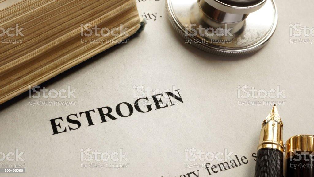 Página con el título estrógeno y libro. Hormonas humanas. - foto de stock