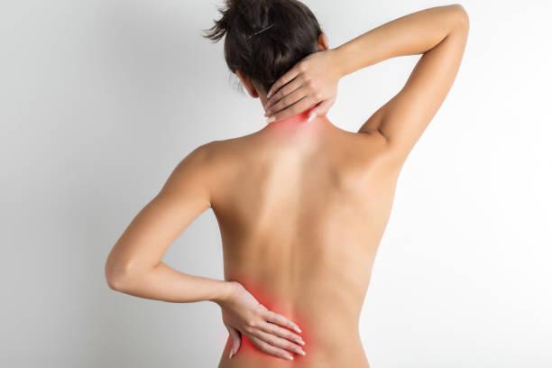 dolor en la espalda - torso fotografías e imágenes de stock