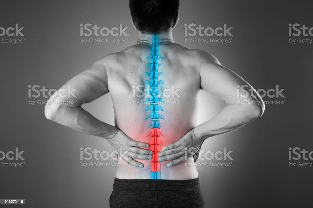 Schmerzen In Der Wirbelsäule Ein Mann Mit Rückenschmerzen ...