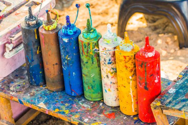 pintar garrafas para ser espremida para fundo de educação de arte e artesanato - squeeze bottle - fotografias e filmes do acervo