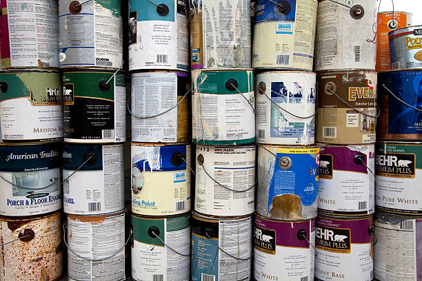 farbe-dosen recycling - zinn farbe stock-fotos und bilder