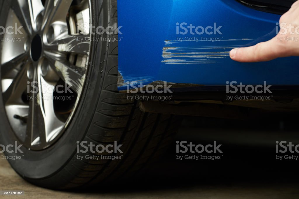 Verf kras op de auto foto