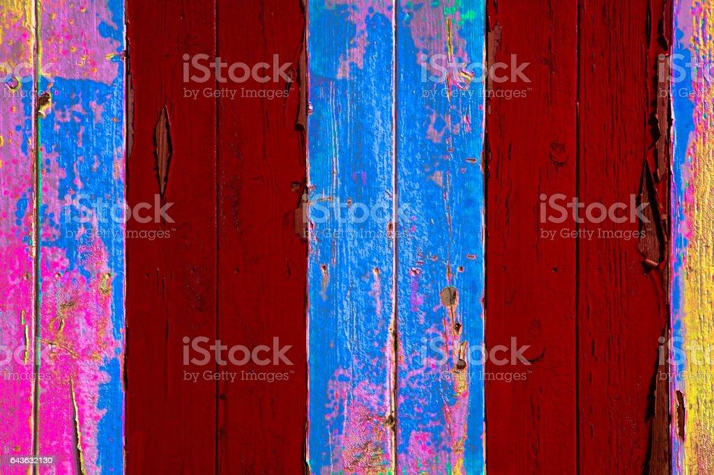 Pintura descascando. Anos e camadas de remoção de tinta colorida. - foto de acervo