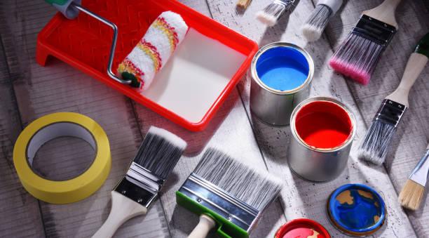 ●サイズや塗装の違いがペイントブラシ - 終わり ストックフォトと画像
