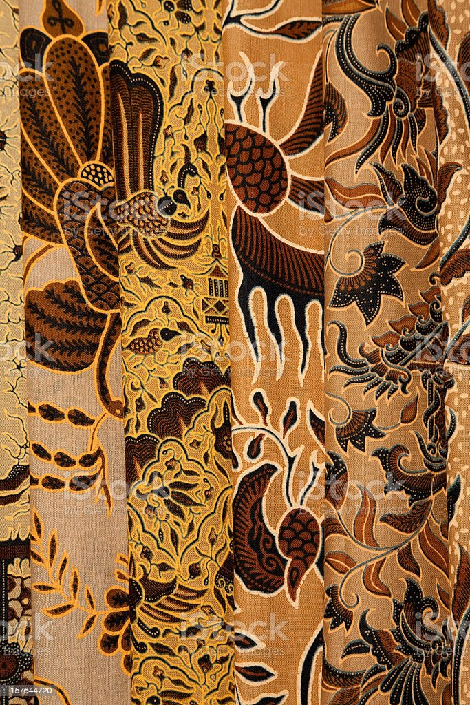 Painted batik textiles at Indonesian textile market​​​ foto
