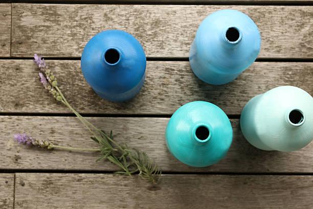 gemalt flaschen heimwerken - vase glas stock-fotos und bilder