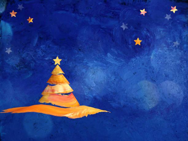 Bemalte Weihnachtsbaum auf blauem Hintergrund. – Foto