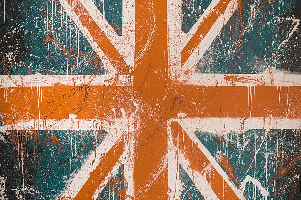Bemalte Betonwand mit verblichenen graffiti der britischen Flagge – Foto