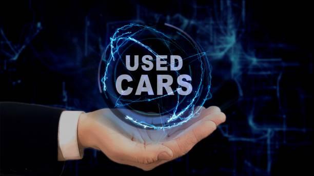 hand zeigt konzept hologramm gebrauchtwagen auf seiner hand gemalt - auto trennwand stock-fotos und bilder