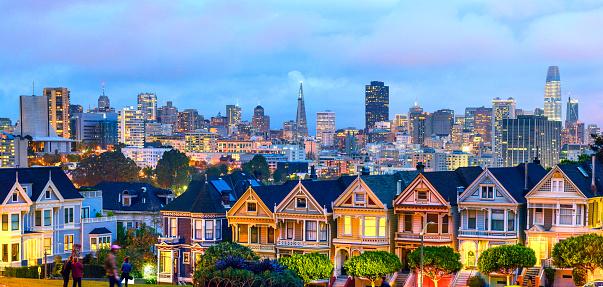 Akşam Saat Panorama San Franciscoda Boyalı Bayanlar Evlerde Stok Fotoğraflar & ABD'nin Daha Fazla Resimleri
