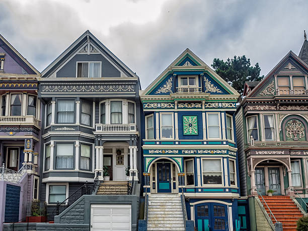 painted ladies victorian homes in san francisco - viktorianischer stil stock-fotos und bilder