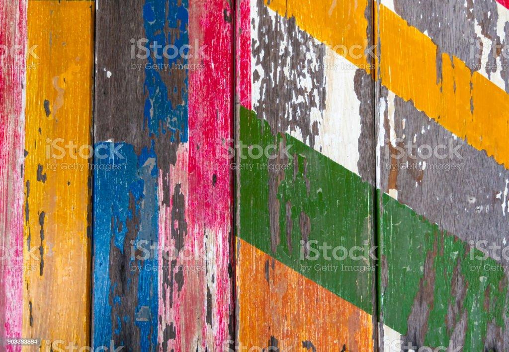 Målade gamla trä bakgrund med peeling färg. - Royaltyfri Abstrakt Bildbanksbilder