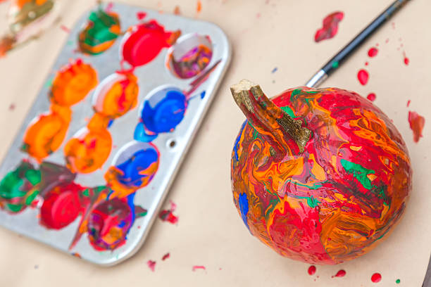 painted kürbisse - kunststoff behälter bemalen streichen stock-fotos und bilder
