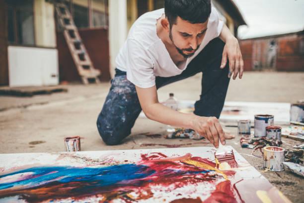 painter in making mode - passione foto e immagini stock