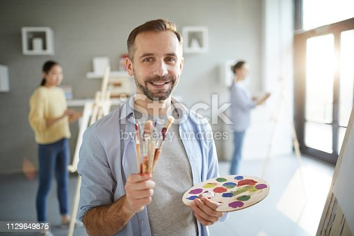 824254912 istock photo Painter in studio 1129649875