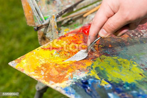 504223972 istock photo Painter Mixing Colors By Palette Knif 538995642