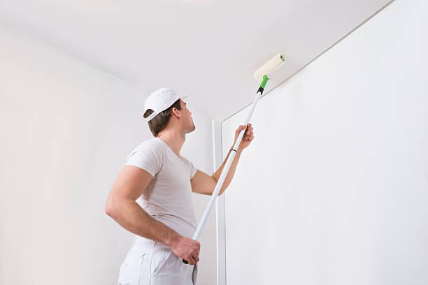 Peintre peinture sur le mur - Photo