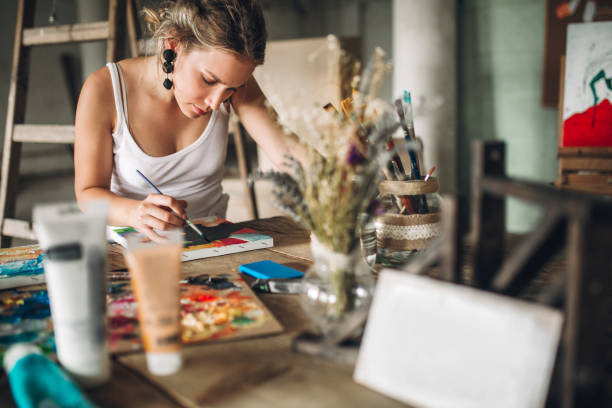boyama ve çizim sanat atölyesi - akrilik boyama stok fotoğraflar ve resimler
