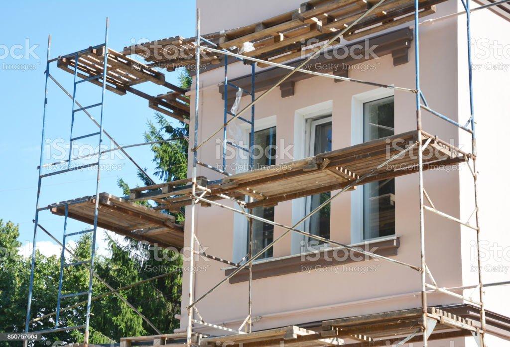 Maler Und Gipserarbeiten Aussere Hauswand Gerust Haus Fassade Dammung