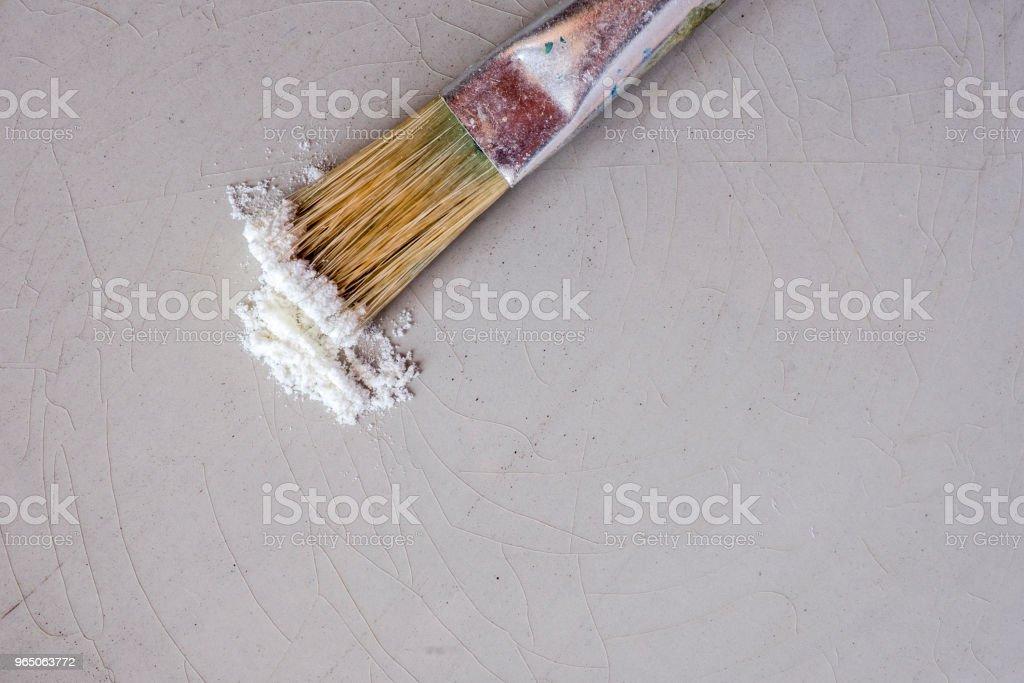 painting brush and porcelain pigment zbiór zdjęć royalty-free
