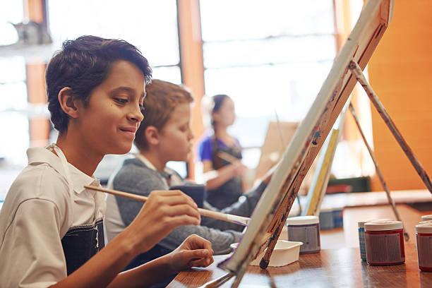 pintura por corazón - clase de arte fotografías e imágenes de stock