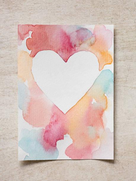 Malerei, Zeichnung, Muster-Konzept. auf dem hölzernen Schreibtisch gibt es diese Id Künstlers Watercolores und Consrtuction Papier mit rauer Oberfläche Grußkarte – Foto