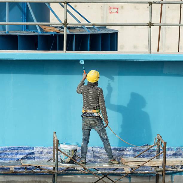 Malerarbeiten an der Fassade builder worker