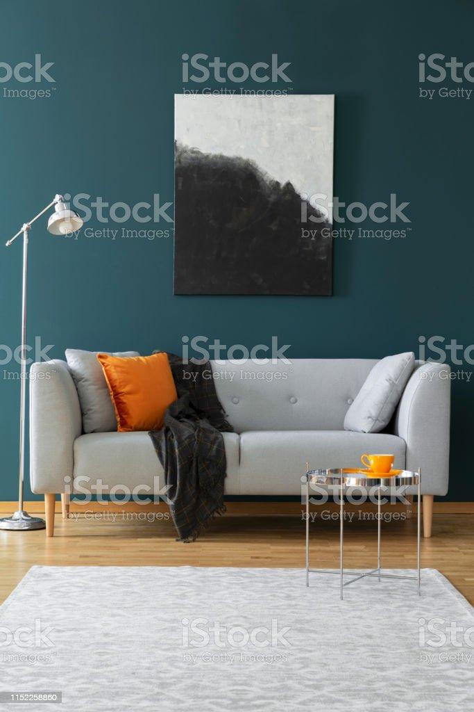 Photo Libre De Droit De Peinture Sur Un Mur Vert Canapé