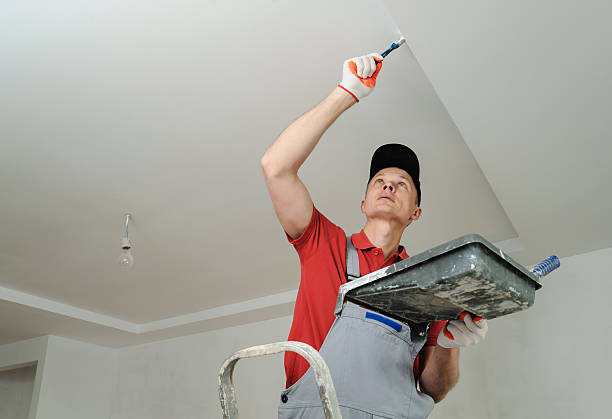 Painting the ceiling and walls. – Foto
