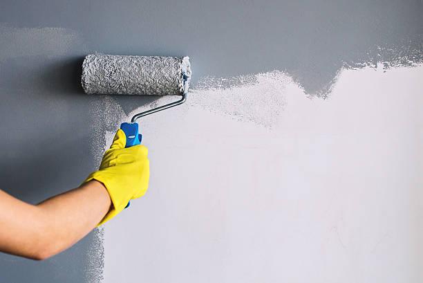 живопись стен в серый - краска стоковые фото и изображения