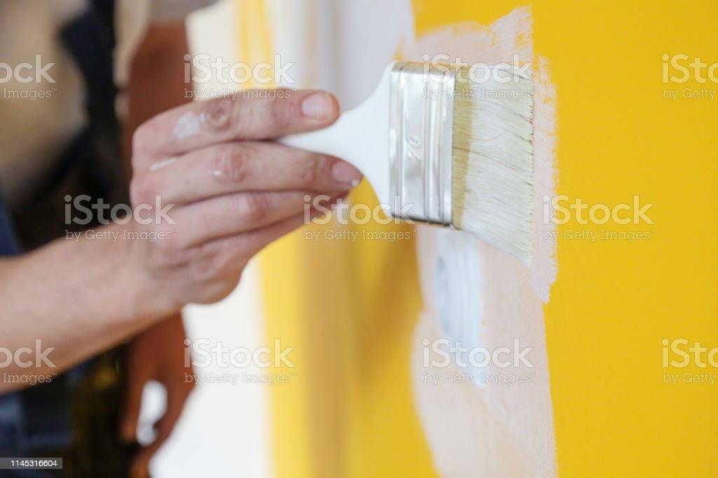 photo libre de droit de peinture avec la peinture blanche. Black Bedroom Furniture Sets. Home Design Ideas