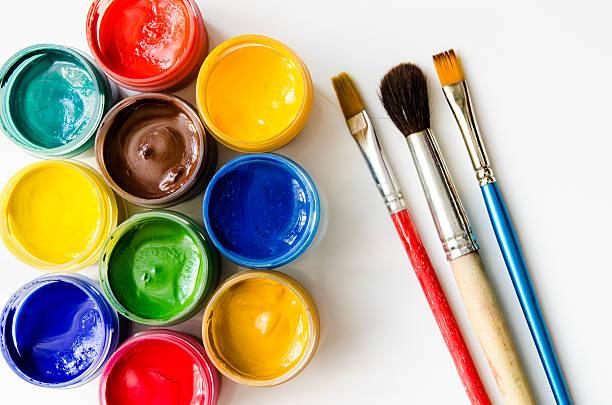 farben und pinsel - kunststoff behälter bemalen streichen stock-fotos und bilder