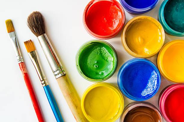 farben und pinsel - bemalte tontöpfe stock-fotos und bilder