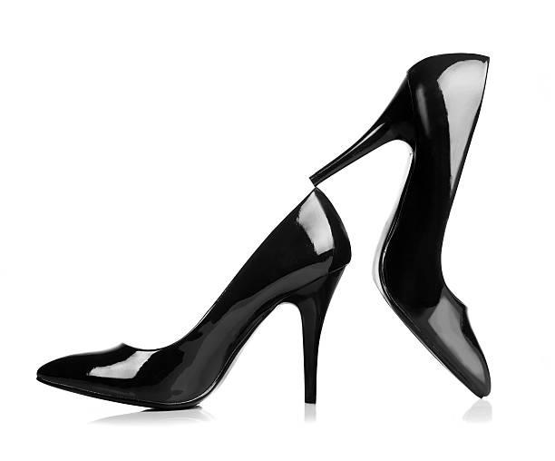 schwarze high heels isoliert auf weiß. mit clipping path. - schwarze hohe schuhe stock-fotos und bilder