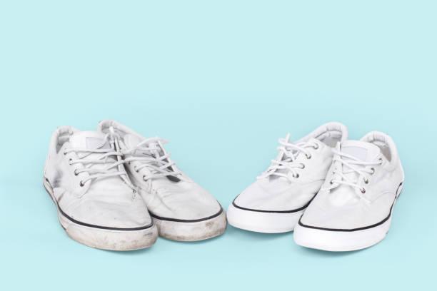 saubere und schmutzige sneaker auf türkis hintergrund - neue sneaker stock-fotos und bilder