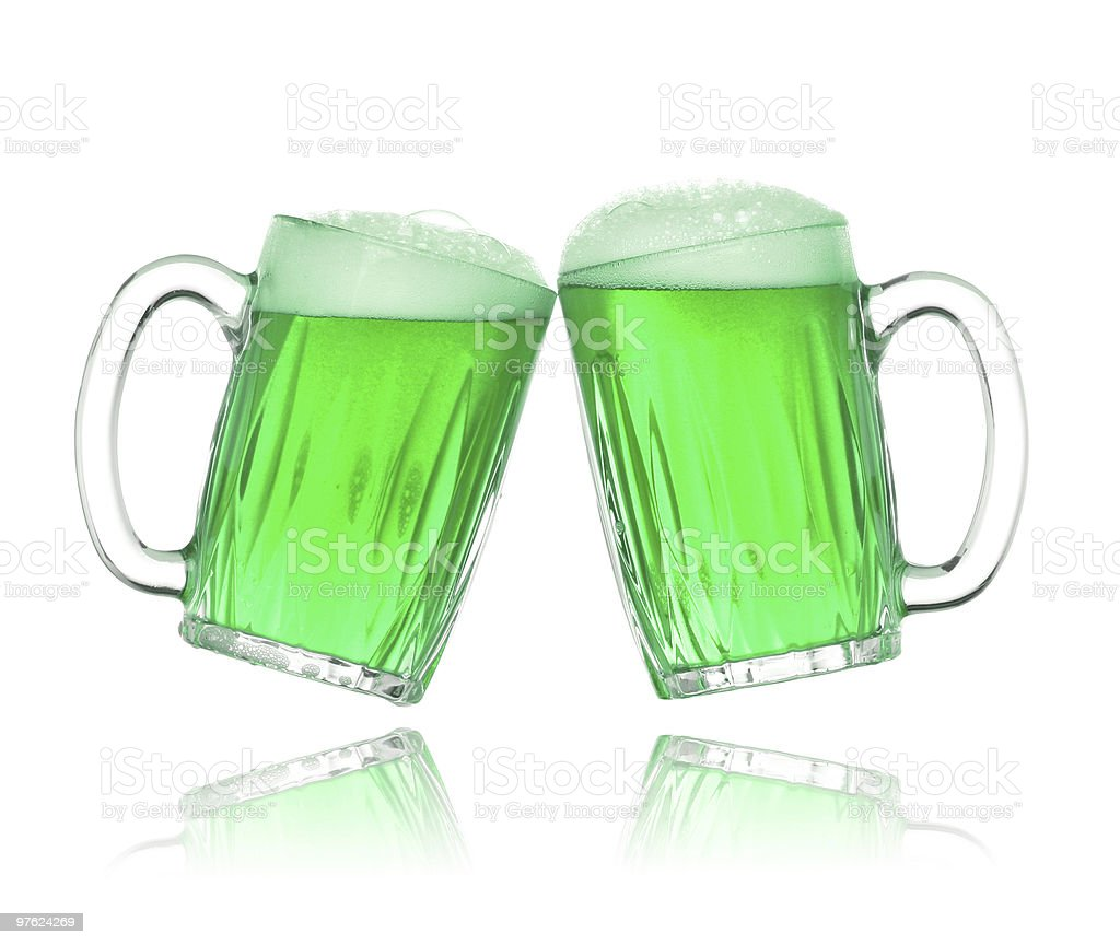 Pair of green beer glasses making a toast royaltyfri bildbanksbilder