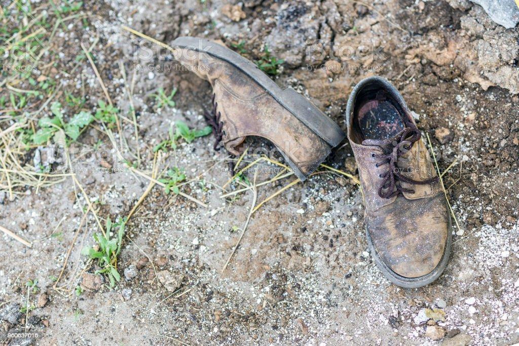 Vieux Usagées Sale Droit De Chaussures Libre Paire Photo H2IEWD9