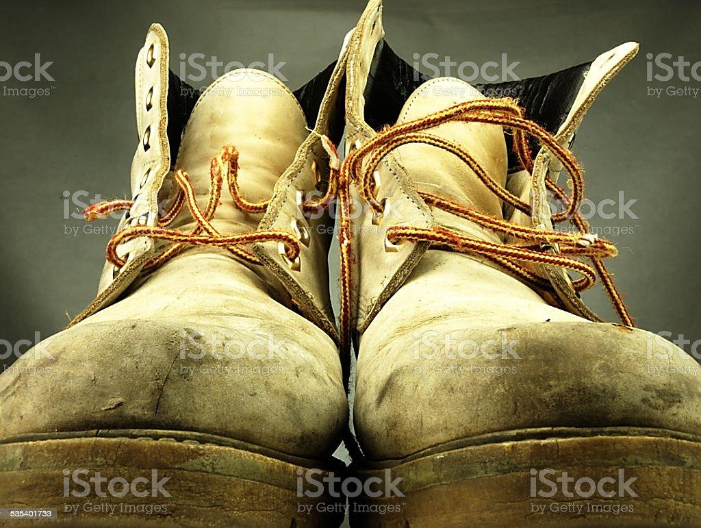 Para starych, nosić ciężkich buty. – zdjęcie