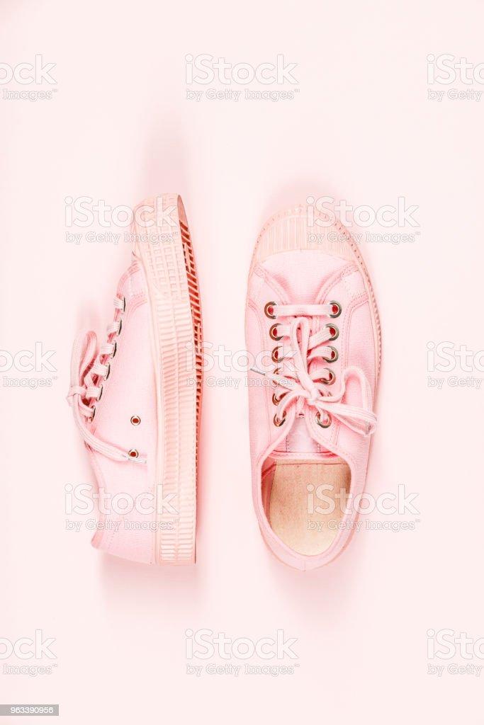 Pair of pink canvas sneakers - Zbiór zdjęć royalty-free (Akcesorium osobiste)